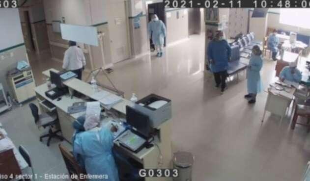 Policía se disfraza de médico en Perú