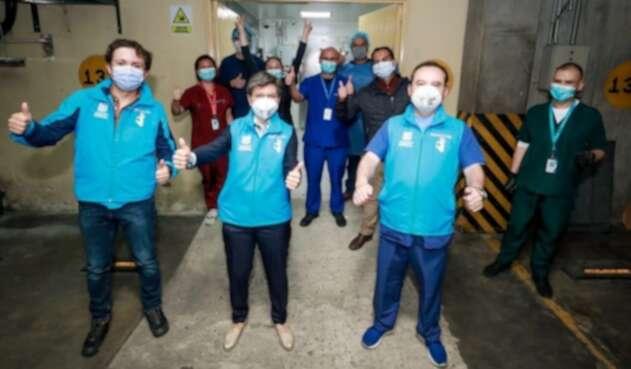 Alcaldesa de Bogotá, Claudia López en entrega de vacunas anticovid