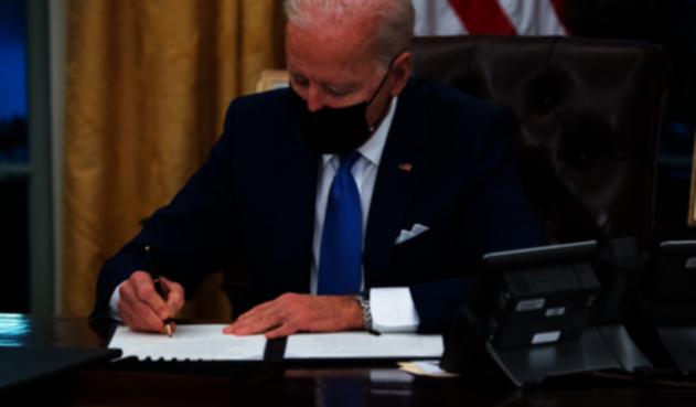 Joe Biden firma decreto para reunificar familias migrantes