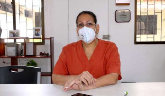 Clara Inéz Patiño, primera médico en recibir vacuna contra covid