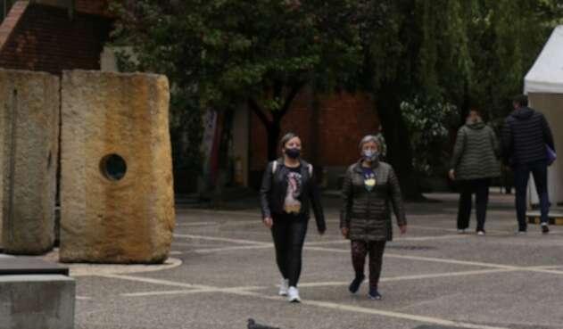 Uso de tapabocas es obligatorio en Colombia en medio de pandemia.
