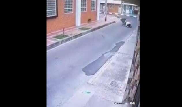 Mujer fue golpeada por ladrón en Bogotá