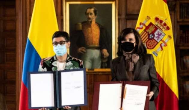 La Ministra de Relaciones Exteriores, Claudia Blum, y la Ministra de Asuntos Exteriores de España, Arancha González