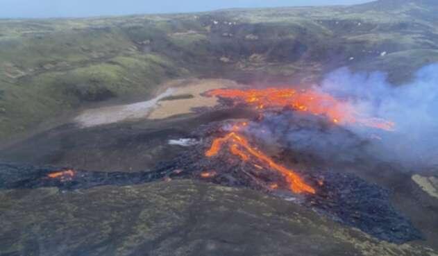 Erupción de volcán - Islandia