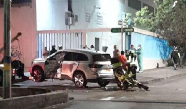 Accidente de motorizada de la Policía y camioneta