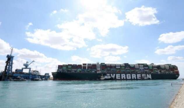 Gigante navío que bloqueó el Canal de Suez