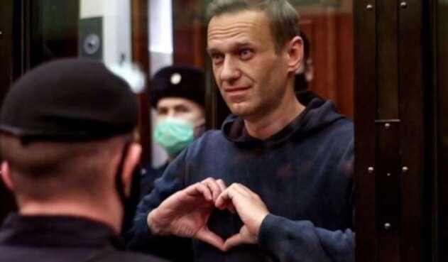 Alexéi Navalni al salir de audiencia