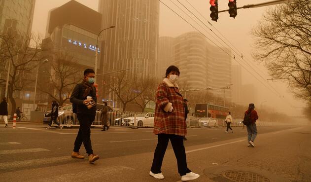 Pekín: la tormenta de arena y polución que tiene afectado el ambiente