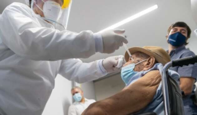 Vacunación contra covid en Colombia avanza con éxito