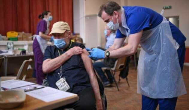 Vacunación contra covid-19 en Reino Unido