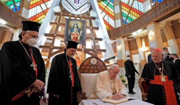 Papa Francisco en la catedral Nuestra Señora de la Salvación, en Irak