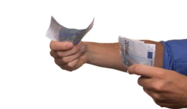 Pagar dinero