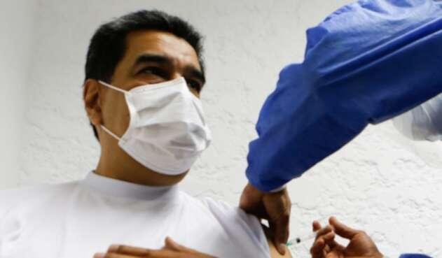Maduro fue vacunado con la Sputnik
