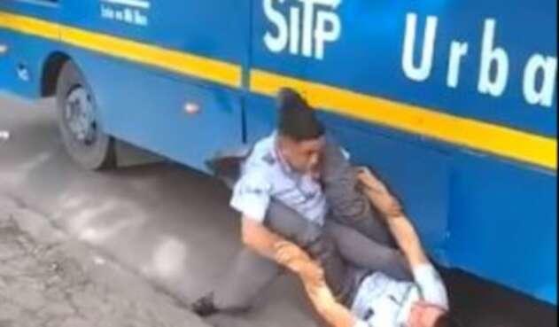Dos conductores del SITP en Bogotá pelearon vía pública