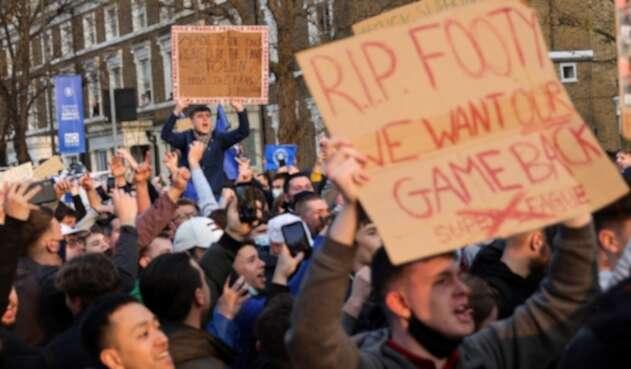 Protestas de hinchas de Chelsea