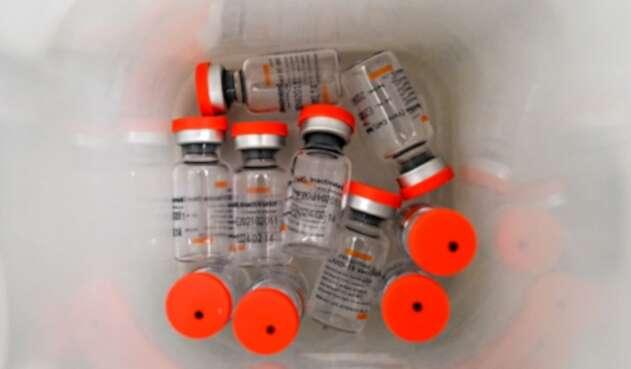 Vacunas de Sinovac se aplican en Colombia