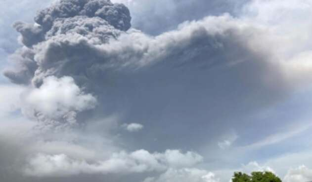 Volcán La Soufriere hizo erupción
