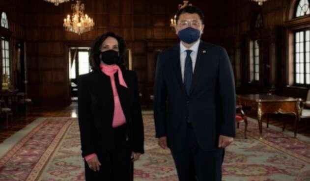 La Canciller, Claudia Blum y el Viceministro de Relaciones Exteriores, coreano Jung-Kon Choi