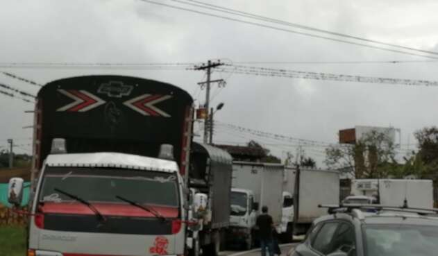 Bloqueos en vía Bogotá - Girardot