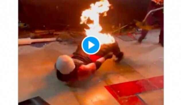 Luchador acabó en llamas al hacer un truco mal
