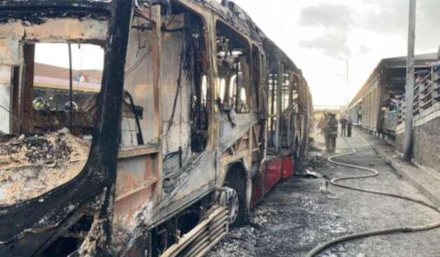 Bus de Transmilenio incinerado