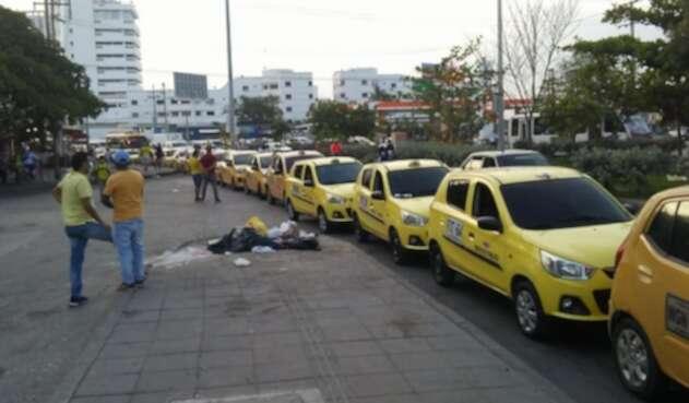 Paralizada la movilidad en Cartagena por bloqueo del gremio de taxistas