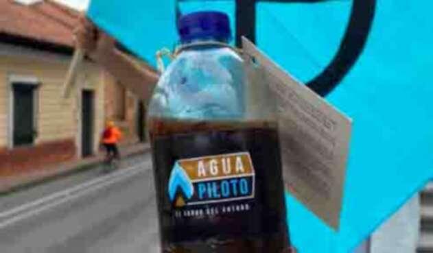 fracking que es: botellas de agua contaminada para congresistas