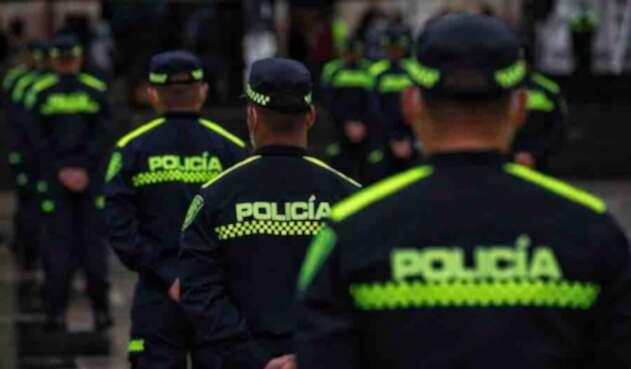 Policía Nacional con nuevo uniforme / Amenaza de secuestro a Policía