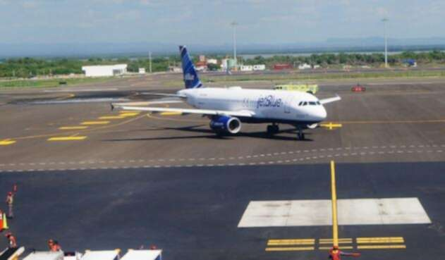 AeroCartagenaRafaelNuñezCOLPRENSA.jpg