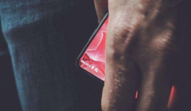 Andy-Rubin-smartphone-sin-biseles.jpg