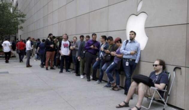 AppleFilaAFP.jpg