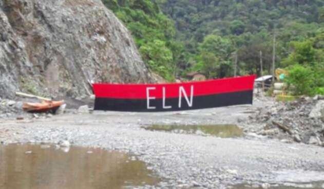 Bandera-ELN-Gobernación-de-Chocó.jpg
