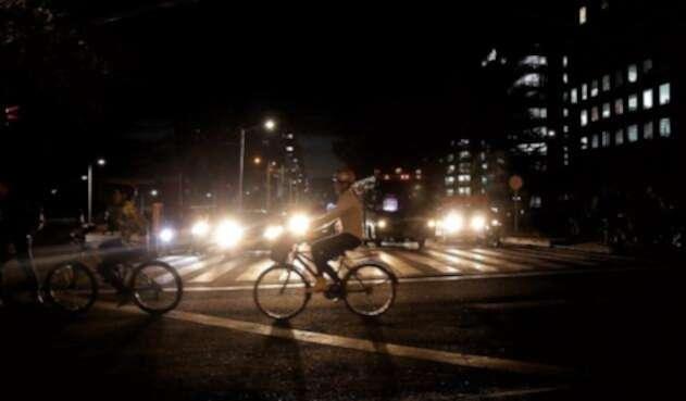 BicletaNocheBogotaRefCOLPRENSA.jpg