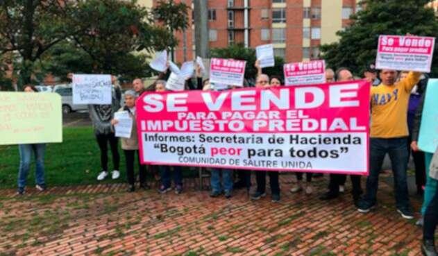 Bogotanos-protestan-por-incremento-en-impuesto-predial-LA-FM.jpg