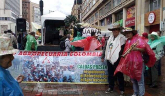 CafeterosCentroBogotaProtestaSuminLAFM.jpg