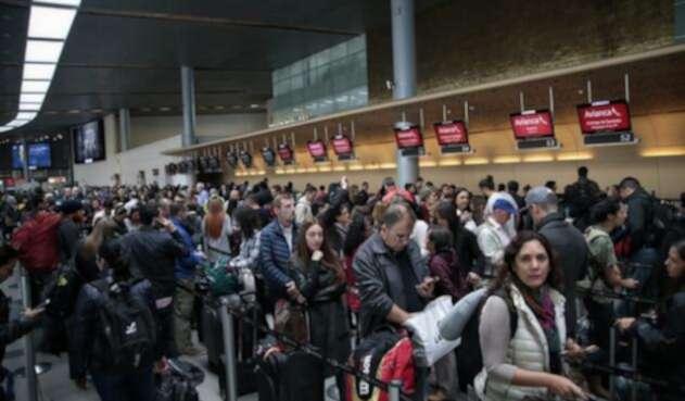 Cnogestiones-en-el-aeropuerto-El-Dorado-Colprensa-Luisa-González.jpg