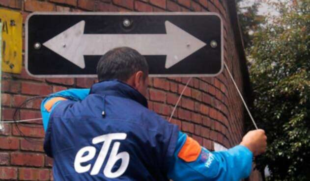 En medio de la discusión del Plan de Desarrollo de Bogotá, varios empleados de la ETB se reunieron para protestar por la venta de la compañía.