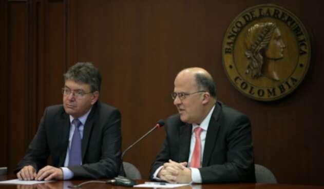 El-ministro-de-Hacienda-Mauricio-Cárdenas-y-el-gerente-del-Banco-de-la-República-José-Darío-Uribe-colprensa.jpg