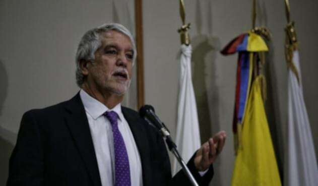 Enrique-Peñalosa-Colprensa-Luisa-González.jpg
