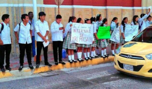 Estudiantes-Internado-de-Aremasain-Suministradas-a-LA-FM.jpg