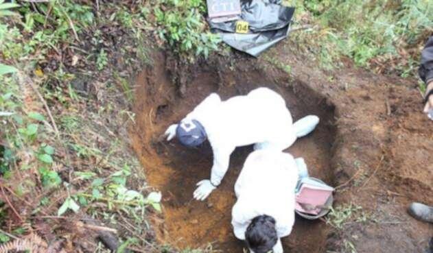 Exhumación-Colprensa.jpg