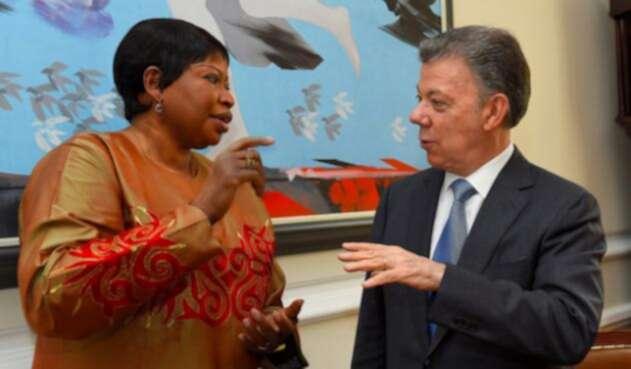 Fatou-Bensouda-y-Juan-Manuel-Santos-LA-FM-Colprensa.jpg