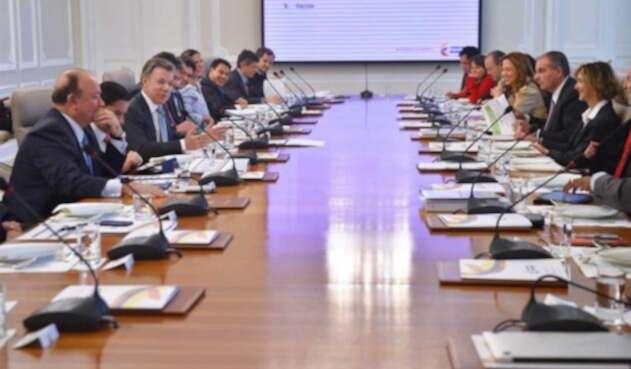 Gabinete-Santos-LA-FM-Colprensa.jpg