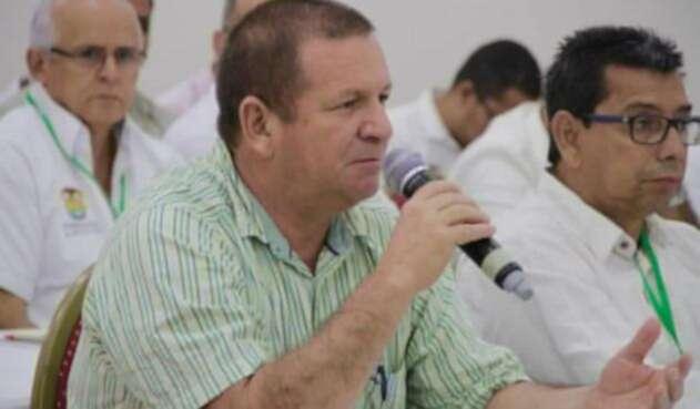 GustavoTobonAlcaldeSegoviaCortesíaMinMinas.jpg