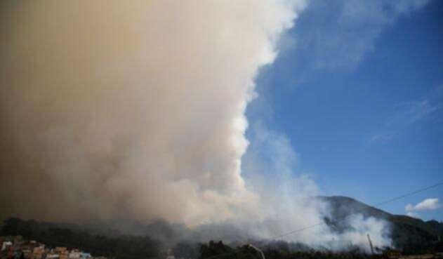 INcendio-forestal-en-los-cerros-orientales-Colprensa-Mauricio-Alvarado.jpg