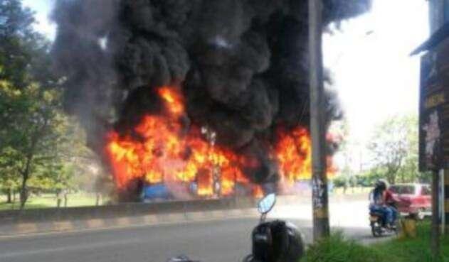 Incendio-Bus-Mio.jpeg