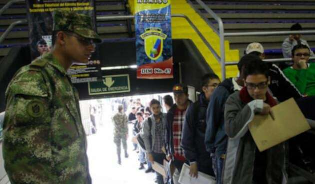 Libreta-militar-Colprensa-Mauricio-Alvarado.jpg