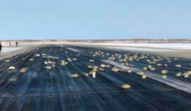 Lingotes-caen-en-Siberia-Foto-del-Servicio-de-prensa-del-aeropuerto-de-Yakutsk.jpg