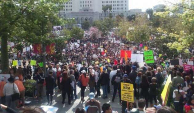 Marchas-LA-Fm-@re_sis_tor.jpg