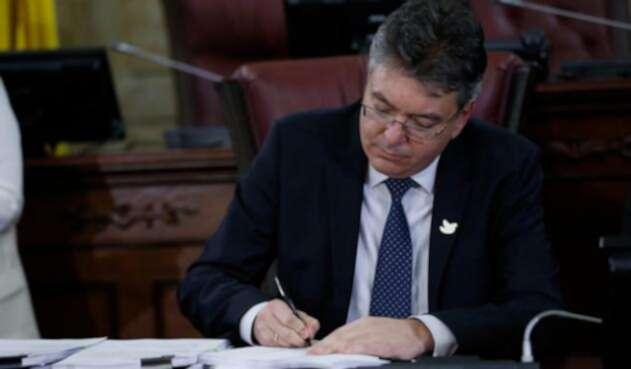 Mauricio-Cardenas-ministro-de-hacienda-Colprensa-Juan-Páez.jpg